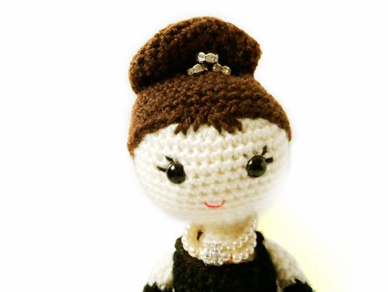 Crochet doll all'uncinetto